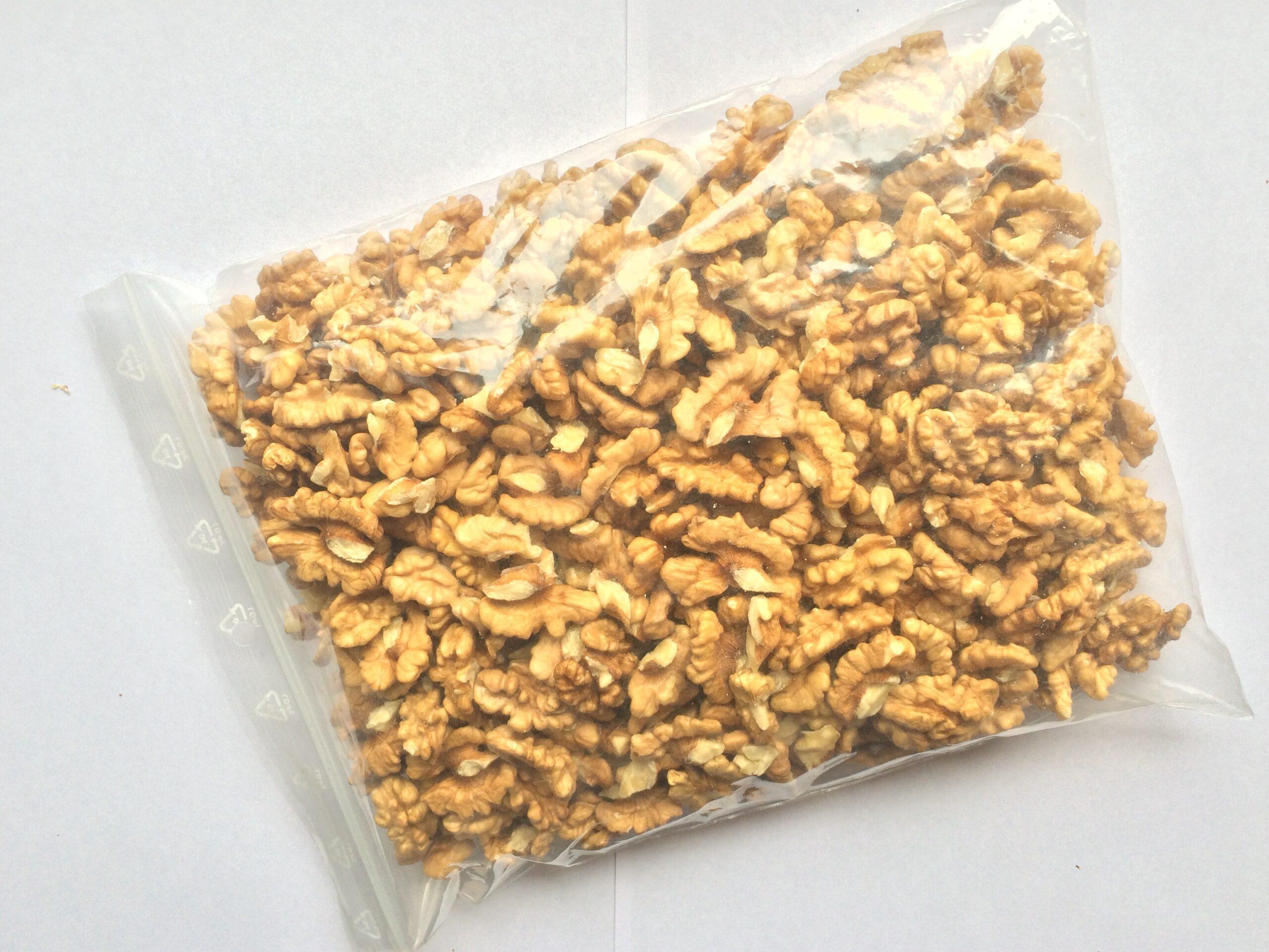 Jadrá vlašských orechov v rôznych baleniach